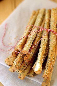 Juditka konyhája: ROPOGÓS, MÁKOS - MEGA ROPI Savory Snacks, Healthy Snacks, Healthy Recipes, Real Food Recipes, Cooking Recipes, Savory Pastry, Salty Foods, Hungarian Recipes, Winter Food