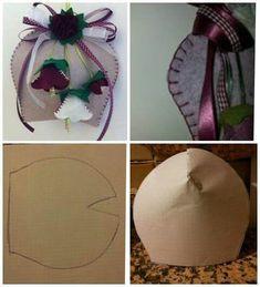Una campana dai colori evergreen Dal web Felt Crafts, Easter Crafts, Diy And Crafts, Arts And Crafts, Felt Christmas Ornaments, Christmas Crafts, Diy Easter Decorations, Christmas Decorations, Felt Art
