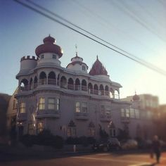A house from San Francisco's Cow Hollow neighborhood...grabbed from CasaSugar....loooove!!!
