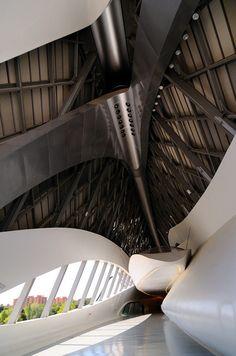 Edificio Puente de Zaha Hadid