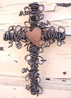 Cross Cross Love, Cross Heart, Sign Of The Cross, Wire Crosses, Crosses Decor, Craft Projects, Projects To Try, Old Rugged Cross, Rustic Cross