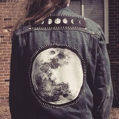 Fall is Coming Denim Jacket Roundup 2019 full moon patch on a denim jacket The post Fall is Coming Denim Jacket Roundup 2019 appeared first on Denim Diy. Painted Denim Jacket, Painted Jeans, Painted Clothes, Hand Painted, Diy Fashion, Ideias Fashion, Womens Fashion, Child Fashion, Geek Fashion