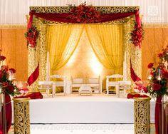Indian Wedding Mandaps - My Wedding Guide - Indian Wedding Wedding Hall Decorations, Marriage Decoration, Engagement Decorations, Table Decorations, Wedding Mandap, Desi Wedding, Floral Wedding, Wedding Ideas, Wedding Planning