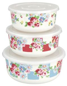 Keep your bakes and leftovers fresh in our pretty Daisy Rose Check melamine containers. Matching items available.