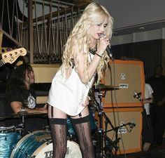 Taylor momsen is perfection!