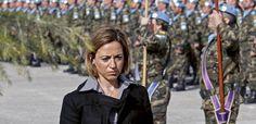 Carme Chacón , la primera ministra de Defensa que tuvo España y la mujer que más cerca ha estado de liderar al PSOE, fue encontrada mu...