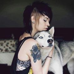 Punk Girl with Huskie - I love her hair Shaved Side Hairstyles, Pretty Hairstyles, Sweet Hairstyles, Gothic Hairstyles, New Hair, Your Hair, Billie Joe Armstrong, Alternative Hair, Shaved Sides