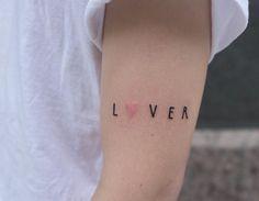 El tatuador ruso Victor Zabuga se sale del tattoo convencionaly se ríe delo que suele ser convencional con sus loquísimas piezas que son entre ingenuas, minimalistas y excéntricas. En resumen, son geniales!!
