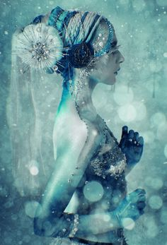 "In Greek mythology Hemera (""day"") was the personification of day and one of the Protogenoi or primordial deities. She is the Goddess of the Foto Fantasy, Fantasy Art, Dark Fantasy, Snow Queen, Ice Queen, Illustration Arte, Illustration Children, Tribal Fusion, Gods And Goddesses"