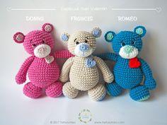 Amigurumi Pattern: Sweet Heart Bears - Donna, Francis and Romeo - Tarturumies Crochet Teddy Bear Pattern, Crochet Wrap Pattern, Crochet Bear, Cute Crochet, Crochet Animals, Crochet Crafts, Crochet Projects, Crochet Patterns, Bear Patterns