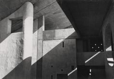 La haute cour de Chandigarh (Le Corbusier) 1955 / Photo by Lucien Hervé