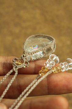 虹入り 水晶 マクラメネックレス | Yuji macrame creations