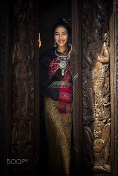 Asia tradition dress - Asian woman in tradition dress Thai Dress, Vietnamese Dress, Thai Traditional Dress, Traditional Outfits, Thai Fashion, Womens Fashion, Photography Backdrop Stand, Beautiful Dresses For Women, Classic Outfits