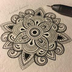 More tiny things. Easy Mandala Drawing, Mandala Art Lesson, Mandala Doodle, Simple Mandala, Mandala Artwork, Mandala Canvas, Mandala Painting, Doodle Art, Doodle Patterns