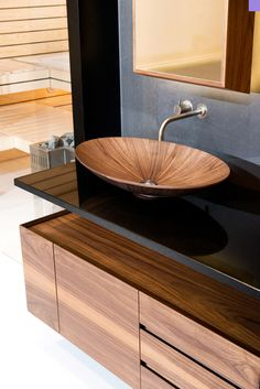 Again Alegna surprises us with their spectacular designs for bathroom accessories. Today we are going to introduce you to the latest models of sinks and cabinets, as always with their refreshing defined, clean lines, and their outstanding quality of materials, which are used to fabricate their designs.