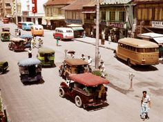 51 Old Colorized Photos Reveal The Fascinating Filipino Life Between 1900 - 1960 Philippines Culture, Manila Philippines, University Of Michigan Library, State University, Cheerleading Pyramids, Filipino Fashion, Filipino Culture, Filipino Art, Jeepney