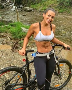 Athlete Motivation, Female Cyclist, Athletic Girls, Bicycle Girl, Cycling Workout, Road Bike, Bike Life, Sexy Women, Sporty