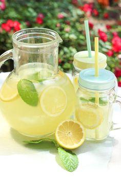 Healthy Juice Recipes 42530 American-style lemonade - Elle Mijote Something Healthy Cocktails, Healthy Juice Recipes, Healthy Juices, Healthy Breakfast Recipes, Smoothie Recipes, Smoothies, Healthy Smoothie, Healthy Water, Drink Recipes