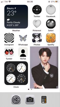Iphone Layout, Phone Themes, Aesthetic Phone Case, Phone Organization, Aesthetic Iphone Wallpaper, App Icon, Homescreen, Layouts, Phone Cases