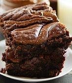 Τα brownies είναι απίστευτα νόστιμα. Αυτά τα brownies είναι απίστευτα νόστιμα και πανεύκολα. Η συνταγή που ακολουθεί χρειάζεται μόνο τρία υλικά. Ναι, καλά διάβασες! Είναι τόσο γελοιωδώς απλά στην π…
