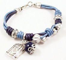 Bixut - Pulsera Giséle azul. Realizado en lapislázuli, cuero y piezas de metal de fantasía.