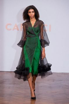 Capucci up this Milan fashion week in spring 2018 .- Capucci aufwärts dieser Mailänder Modewoche im Frühling 2018 Capucci up this Milan fashion week in spring 2018 the the - Trend Fashion, Runway Fashion, Fashion Show, Womens Fashion, Fashion Design, Spring Fashion, Fashion Stores, Work Fashion, Unique Fashion