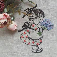 꽃다발 들고있는 쪼매난 아이... 널 보고 있으니 봄이로구나! 무얼 만들까?  고민중.... #일러스트자수 #꽃자수  #Illustration embroidery