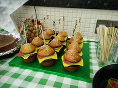 [Homemade] Burger shaped cupcakes #food #foodporn #recipe #cooking #recipes #foodie #healthy #cook #health #yummy #delicious
