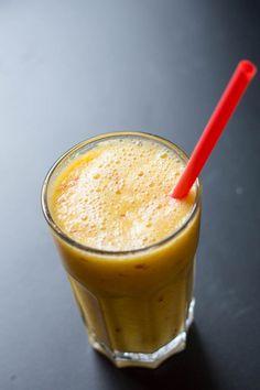 Jablkovo – pomarančový smoothie s limetkou & zázvorom Glass Of Milk, Smoothies, Detox, Food And Drink, Pudding, Tea, Drinks, Cooking, Desserts