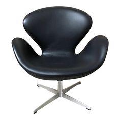 Swan Chair, Futuristic Furniture, Fritz Hansen, Arne Jacobsen, Club Chairs, Lounge Chairs, Vintage Furniture, Modern Furniture, Furniture Design