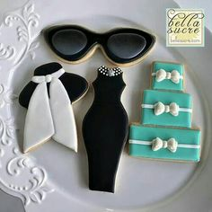 Breakfast at Tiffany's Cookies (Bella Sucre) Fancy Cookies, Iced Cookies, Cute Cookies, Royal Icing Cookies, Cookies Et Biscuits, Cupcake Cookies, Sugar Cookies, Music Cookies, Elegant Cookies