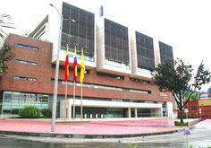"""El edificio """"Mario Laserna"""" de la Universidad de los Andes, en Bogotá"""
