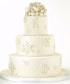 amazing winter wedding cake ideas with pearl