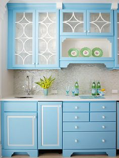 Look at this list of neutral backsplash ideas before you plan your kitchen or bathroom remodel! Find the best tiles to suit you dark or light cabinets and appliances for a lasting look.