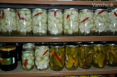 Chcem Vám ponúknuť moj recept ako už roky nakladám karfiol. Canning Recipes, Pickles, Cucumber, Pesto, Mason Jars, Food And Drink, Ale, Homemade, Snacks
