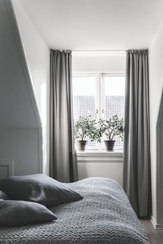 Great Grey Bedroom Furniture Sets, Navy Blue and Grey Bedroom Ideas Do you think he or she will like it? Grey Bedroom Furniture Sets, Wood Bedroom Sets, Small Room Bedroom, Gray Bedroom, Home Bedroom, Small Rooms, Bedroom Decor, Bedroom Ideas, Calm Bedroom