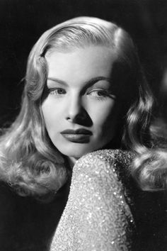 American actress Veronica Lake poses for a portrait during a publicity shoot in Hollywood, Get premium, high resolution news photos at Getty Images Old Hollywood Glamour, Golden Age Of Hollywood, Vintage Hollywood, Classic Hollywood, Hollywood Icons, Hollywood Actresses, Hollywood Glamour Photography, Film Noir Photography, Old Hollywood Hair