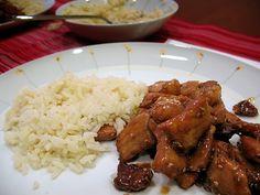 Porco em molho de caramelo com sementes de sésamo (Thit Heo Kho) | Cozinha com tomates