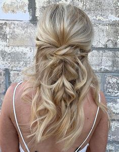 Find the best way to make your hair look alive and voluminous with this impressive list of hairstyles and haircuts for fine hair. Long Fine Hair, Haircuts For Thin Fine Hair, Short Thin Hair, Bob Hairstyles For Fine Hair, Cool Hairstyles, Hairstyle Men, Formal Hairstyles, Wedding Hairstyles, Shaved Hairstyles