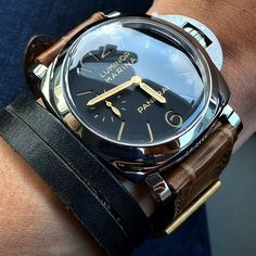 Those gold hands nicely compliment this Panerai Stylish Watches, Luxury Watches, Cool Watches, Watches For Men, Best Looking Watches, Panerai Luminor Marina, Panerai Watches, Watches Photography, Hand Watch