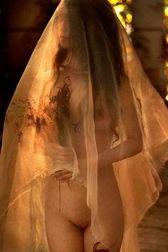 Roxy Less розповідає про емоції та фото в стилі nude | Пертусін