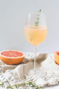 Prosecco + Grapefruit Cocktail Prosecco + Grapefruit Cocktail — The Homemade Haus - Fresh Drinks Cocktails Vodka, Beste Cocktails, Easy Cocktails, Prosecco Drinks, Popular Cocktails, Brunch Drinks, Vodka Martini, Cocktail Drinks, Breakfast Cocktail