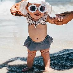 Questions to Ask During a Maternity Hospital Tour My Baby Girl, Baby Boys, Mom And Baby, Baby On The Beach, Toddler Girls, Baby Swimming, Girls Swimming, Baby Beach Pictures, Baby Baden