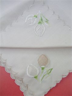 beautifully embroidered Vintage Beige Linen Napkins with scalloped edges by VillaCollezione on Etsy