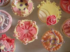 Vintage cup cakes by Cakes by Lyndsey, via Flickr
