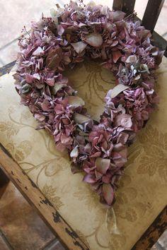 Dried flower wreath in mauve Dried Flower Wreaths, Hydrangea Wreath, Dried Flowers, Floral Wreath, Marsala, Diy Wreath, Burlap Wreath, Color Mauve, Hortensia Hydrangea