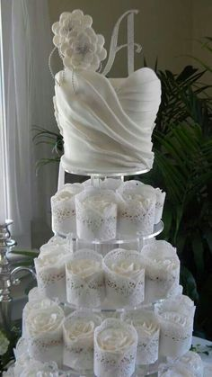 ~ Bridal shower cake with matching cupcakes ~