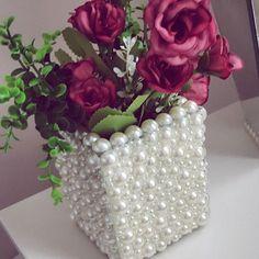 Uma das minhas peças preferidas  Meu vasinho de pérolas sortidas !!! Um charme em qualquer ambiente... #decoração#feitoamao#uniquepecasdecorativas#inlove#peçasfinas#bomgostoqueinspira #decor#organizadores#cute#homedecor#vasosdecorativos#perl #perolas #peçasfinas