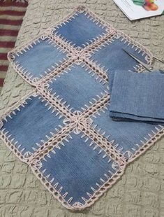A denim-look combination of woven fabric and crochet (fusion crochet) . Fabric Crochet Quilt Source by enayylmazer grannie square and denim quilt - Yahoo Image Search Results This Pin was discovered by med High Tea crochet quilt: http:/ Crochet Flower Patterns, Crochet Flowers, Knitting Patterns, Sewing Patterns, Crochet Ideas, Crochet Quilt, Crochet Granny, Crochet Stitches, Crochet Edgings