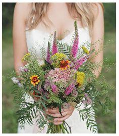 FLECHAZO con este ramo de novia silvestres de Oh! Fleurs {Foto, 3 deseos y medio} #ramodenovia #bridalbouquet #tendenciasdebodas